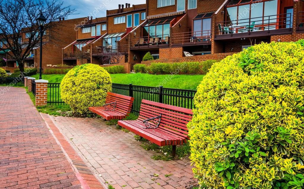 Bänke Und Häuser Entlang Der Waterfront Promenade Im Kanton, Bal U2014 Stockfoto