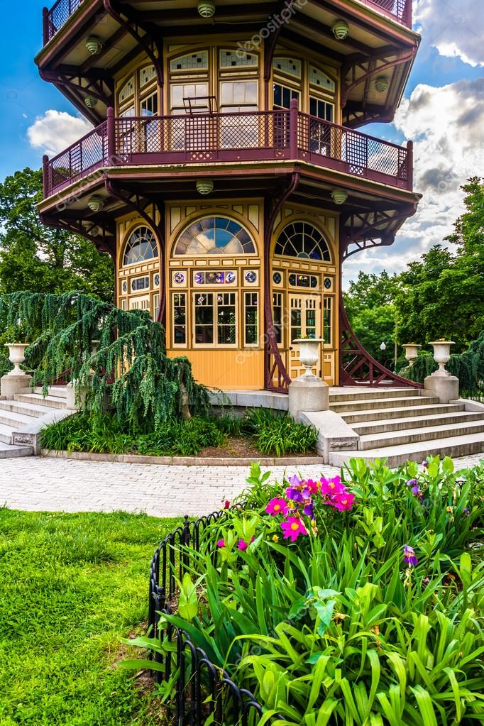 Garden and pagoda at Patterson Park in Baltimore, Maryland. — Stock ...