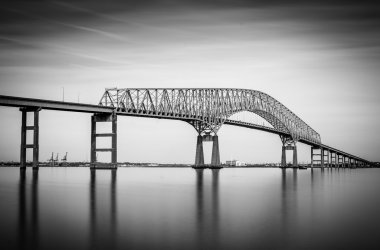 Long exposure of the Francis Scott Key Bridge from Fort Armistea