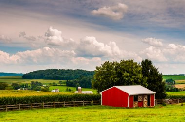 Small red stable and view of farms in Southern York County, Penn