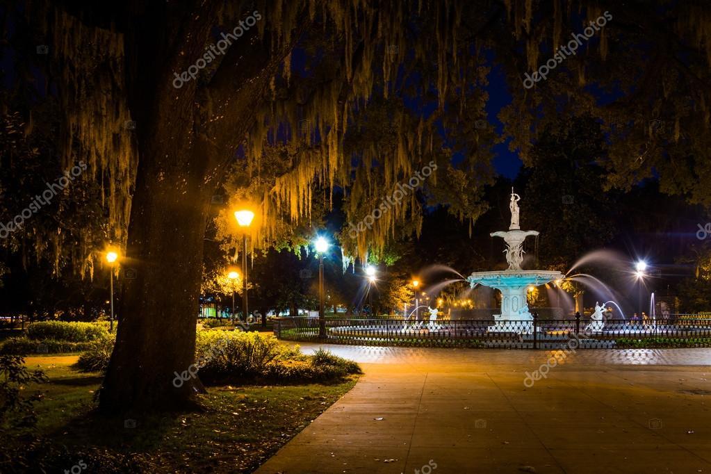 Oak tree and fountain at night in Forsyth Park Savannah Georgi u2014 Stock Photo & Oak tree and fountain at night in Forsyth Park Savannah Georgi ...