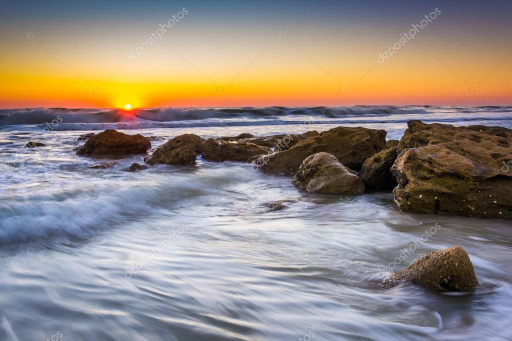 Фотообои Rocks and waves in the Atlantic Ocean at sunrise in Palm Coast,