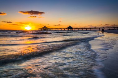 Sunset over the fishing pier and Gulf of Mexico in Fort Myers Be