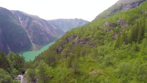 Letecký pohled krásné fjordu v Norsku Hardanger