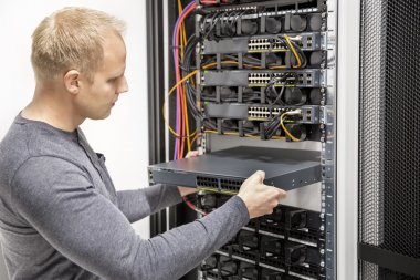 IT consultant build network racks in datacenter