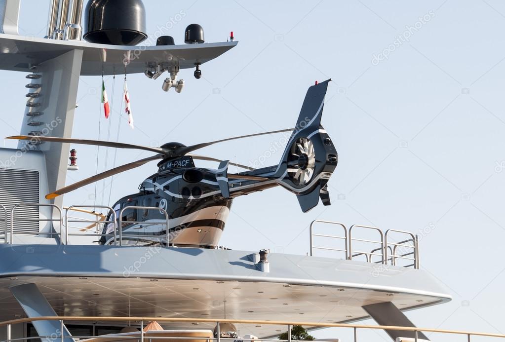 Yacht Con Elicottero Prezzo : Yacht con elicottero — foto editoriale stock