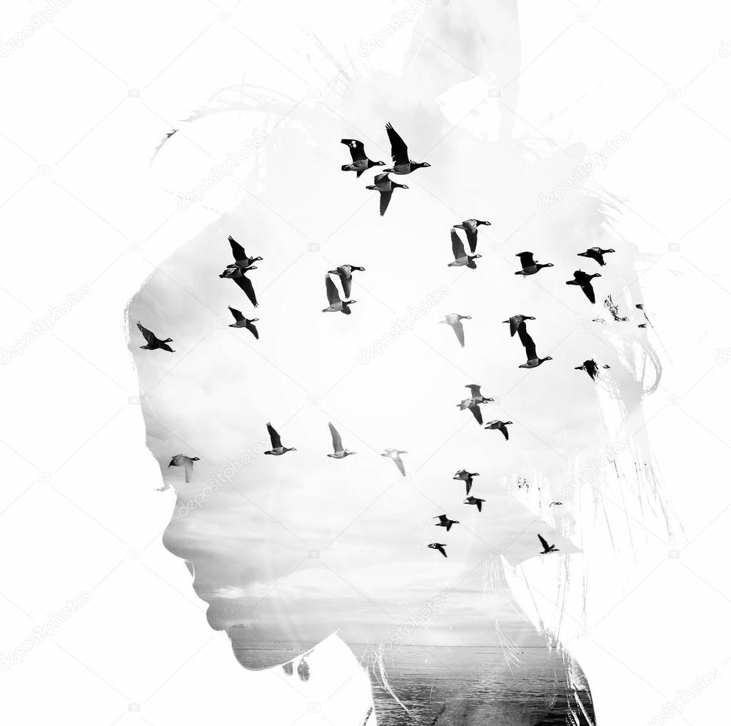 Kadının Baş Ve Uçuş Kuş çift Pozlama özgürlük Ve özgürlük Arka