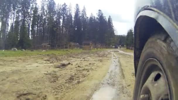Auto po venkově v horách