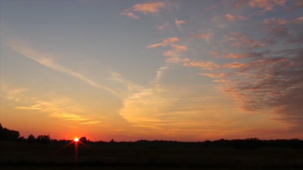 Západ slunce nad pole timelapse