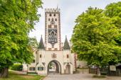 LANDSBERG AM LECH, DEUTSCHLAND - 20. JUNI 2021 - Blick auf den Bayertor-Turm in Landsberg am Lech. Landsberg ist Stadt in Bayern.