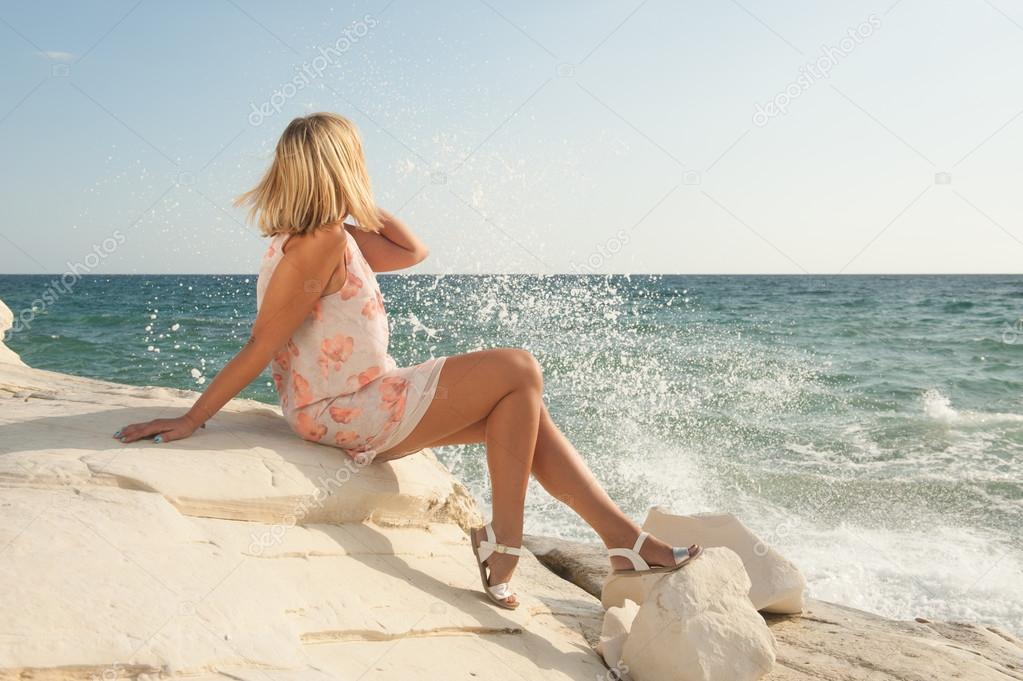 Картинки блондинка на море фото 204-370