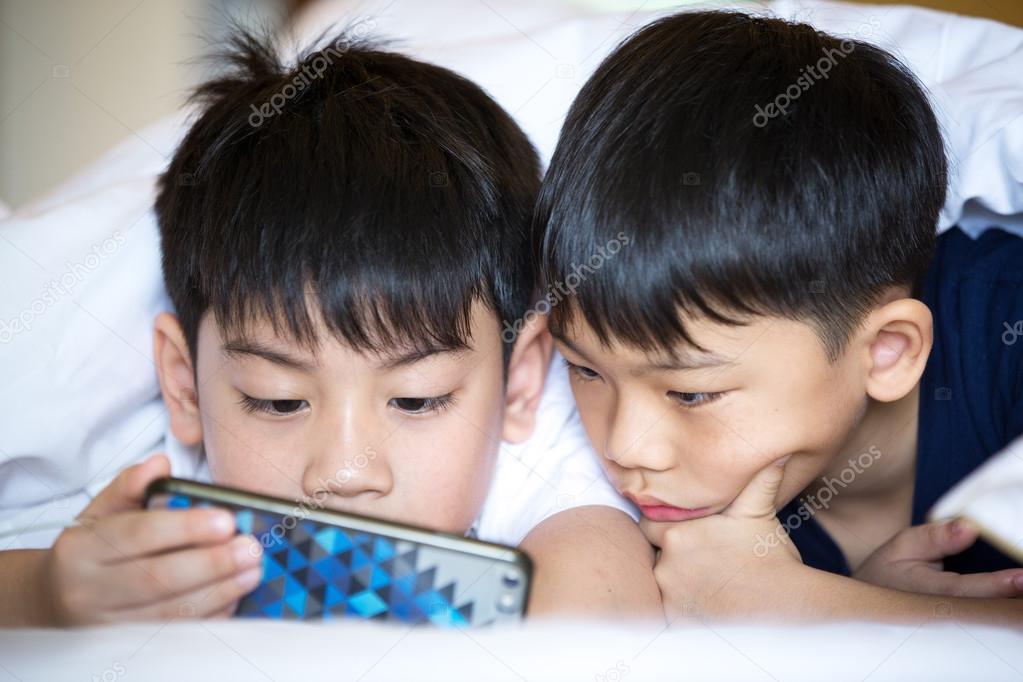 Asiatische Jungs von weiß