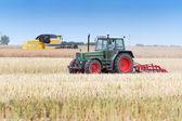 Zemědělské stroje v poli