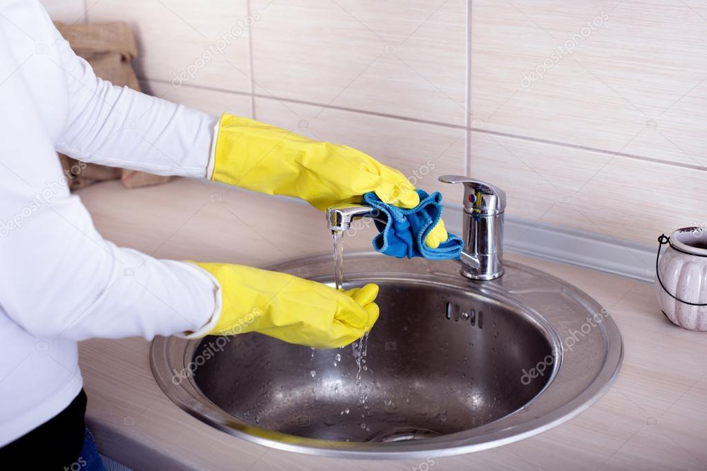 Cleaning kitchen sink and faucet — Stock Photo © budabar #86915324