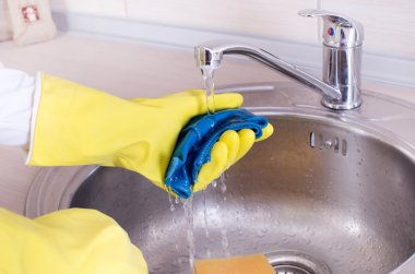 Cleaning kitchen sink and faucet