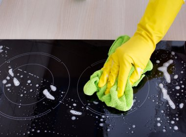 Induction hob cleaning