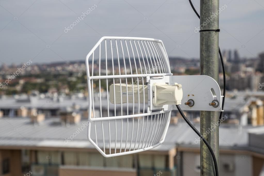 Parabolic grid antenna on apartment building 4 — Stock Photo ...