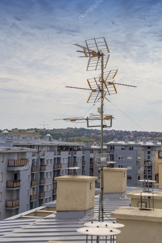 Television antennas on apartment building — Stock Photo ...
