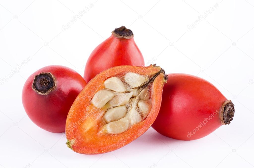 白の果実断面を持つローズヒップ — ストック写真