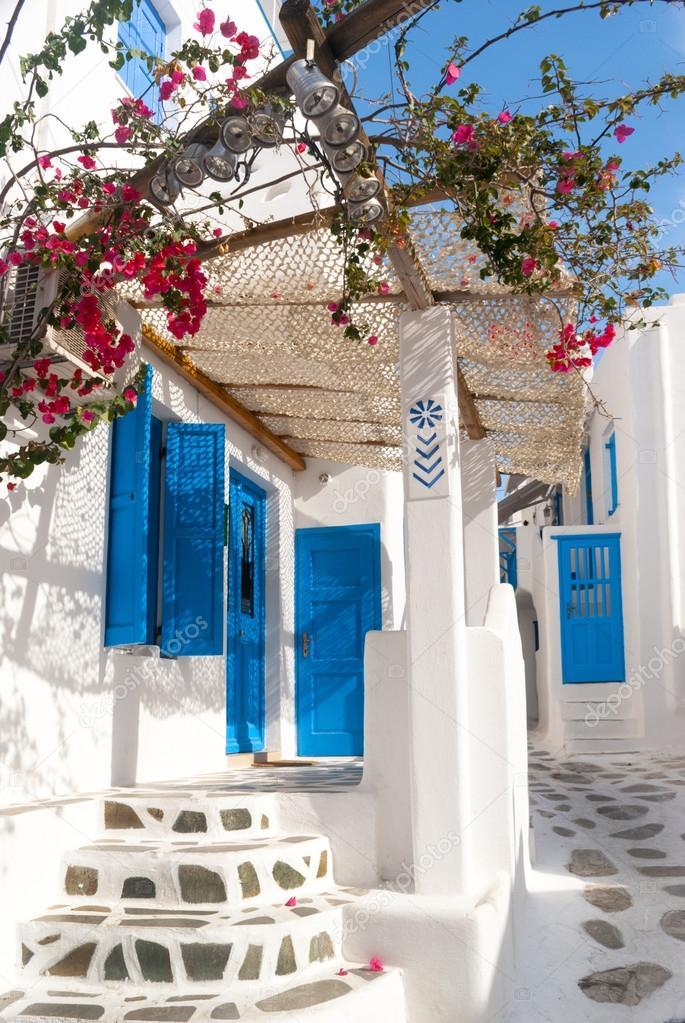 Traditional Greek House traditional greek house on mykonos island, greece — stock photo
