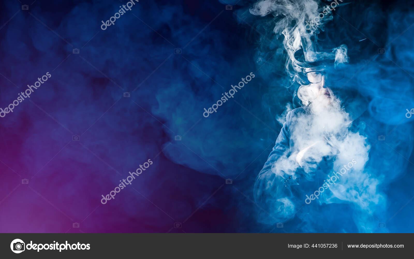 Latar Belakang Vape Berasap Vaper Awan Asap Seorang Pria Dengan — Stok Foto  © GrinPhoto #441057236