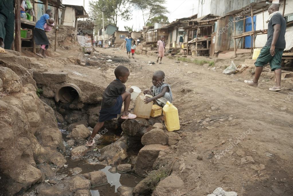 Boys take a water for drinking on a street of Kibera, Nairobi, Kenya. — Stock Photo