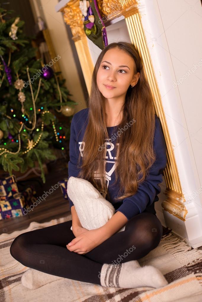 Красивая девочка в белых носках фото 538-670