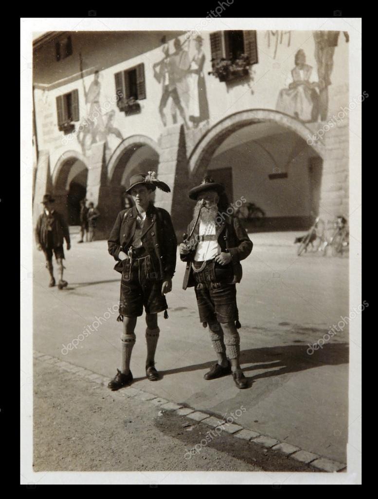 Alte Photo: männlich posiert im bayerischen Kostüme — Redaktionelles ...