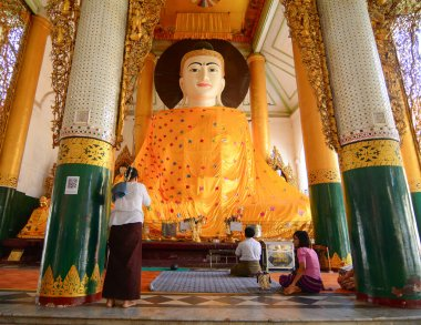 Burmese people pray at Shwedagon Pagoda in Yangon