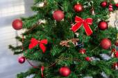 Fotografia albero di Natale decorato