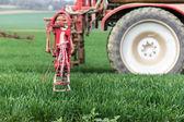 Fotografie Postřik herbicidy na zelené louce