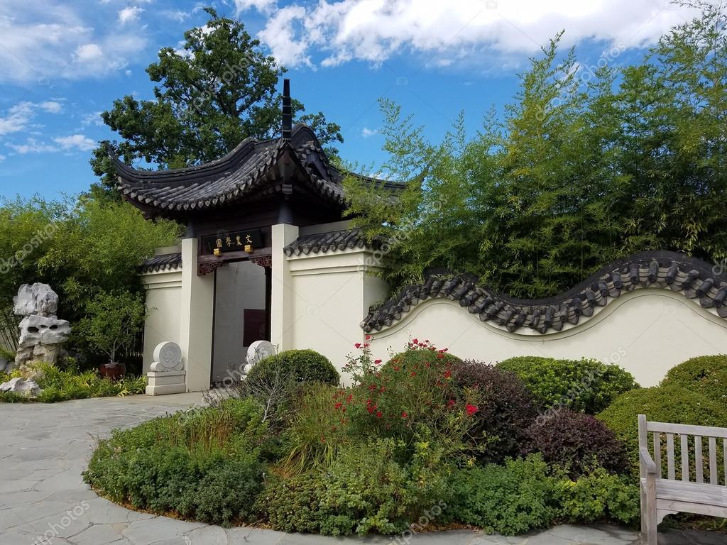 Giardino cinese voce con pareti decorative foto stock for Giardino cinese