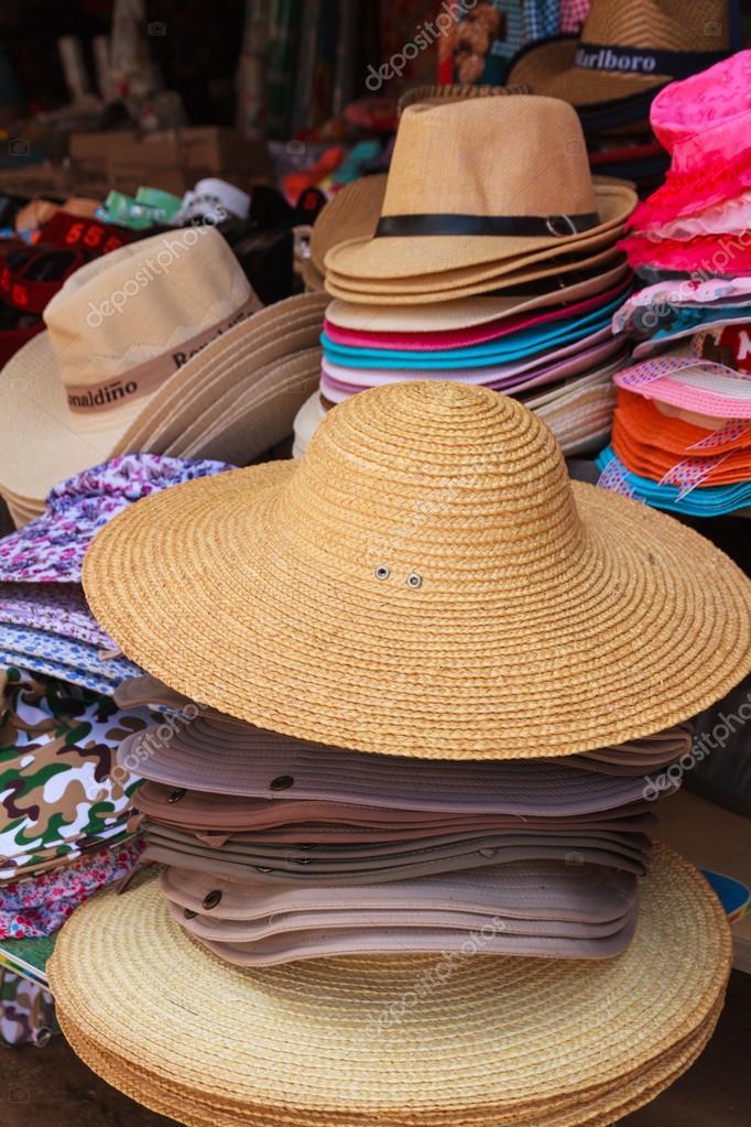 Pila de sombrero para proteger del sol — Fotos de Stock ... 057ceccbd1a