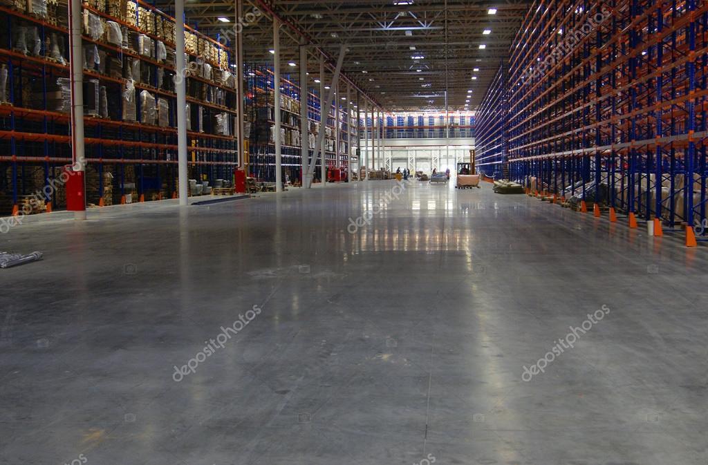 Magazijn met gepolijste betonvloer polijsten speciale epoxy en