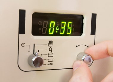 Setting a cooker timer to 35 minutes.