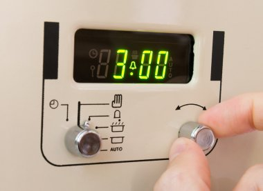 Setting a cooker timer to 3 hours