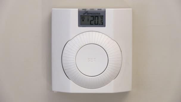 Zvýšení teploty na termostatu ústředního topení