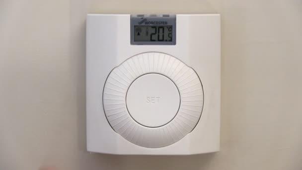 Snížení teploty na termostatu ústředního topení