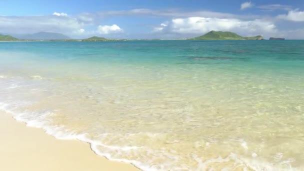 Krásné tyrkysové moře pláž