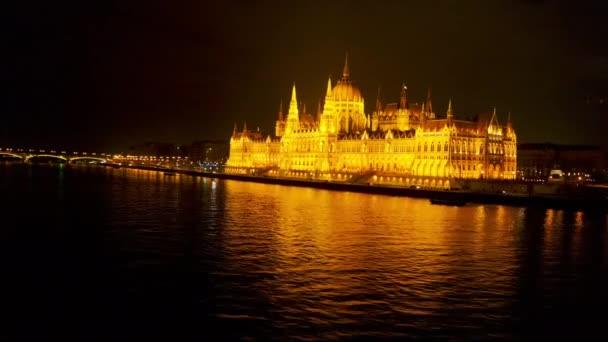 Légiközlekedés Európa Parlament épület Városi táj naplemente után Éjszaka Euro Nyaralás gótikus építészet alacsony fényben Lassú mozgás