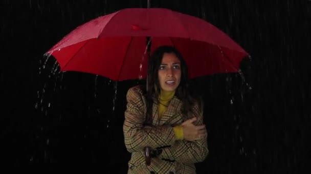 Žena chladné počasí déšť nemoci kašel nešťastný