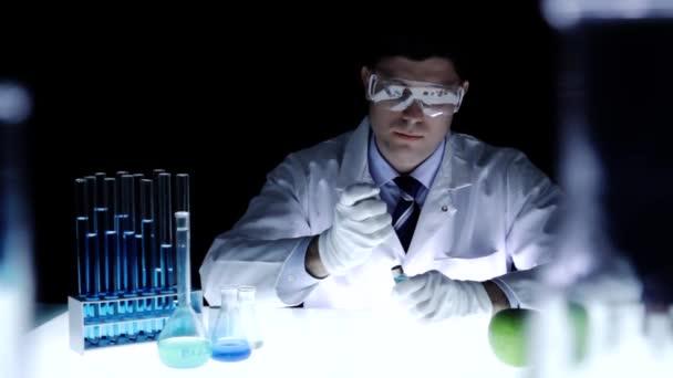 GMO výrobky vědec nástřikem Apple Toxické chemikálie