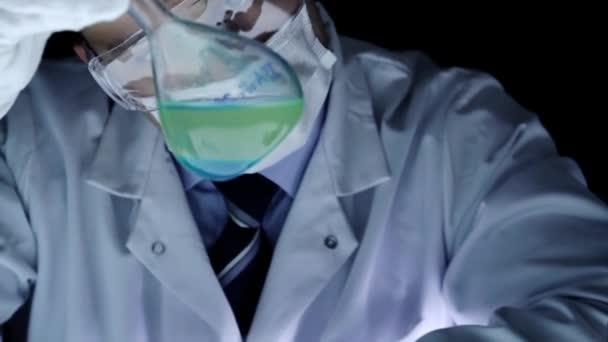 Promíchání baňky chemikálie Experiment laboratorní vědec