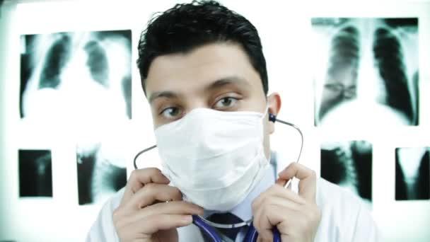 Lékařské vyšetření stetoskop pohledný doktor Ok znamení