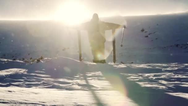 Snow vítr odlesk slunce muže úspěch horolezec