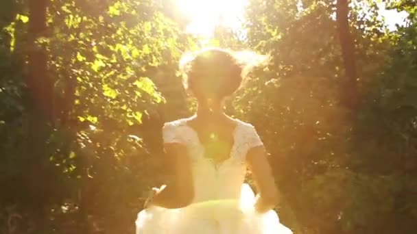 Žena v ročníku nevěsta šaty