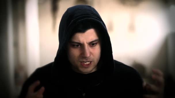 Gewalttätige beängstigend kriminellen Mann