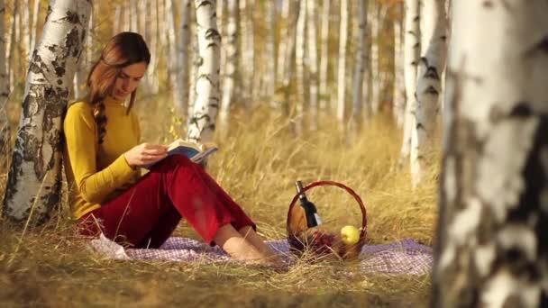 studentka čtení kniha