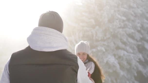 Mladý muž překvapil svou přítelkyni