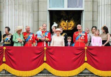 Queen Elizabeth & royal family, Balcony, Buckingham Palace, London, Trooping of the color 2015